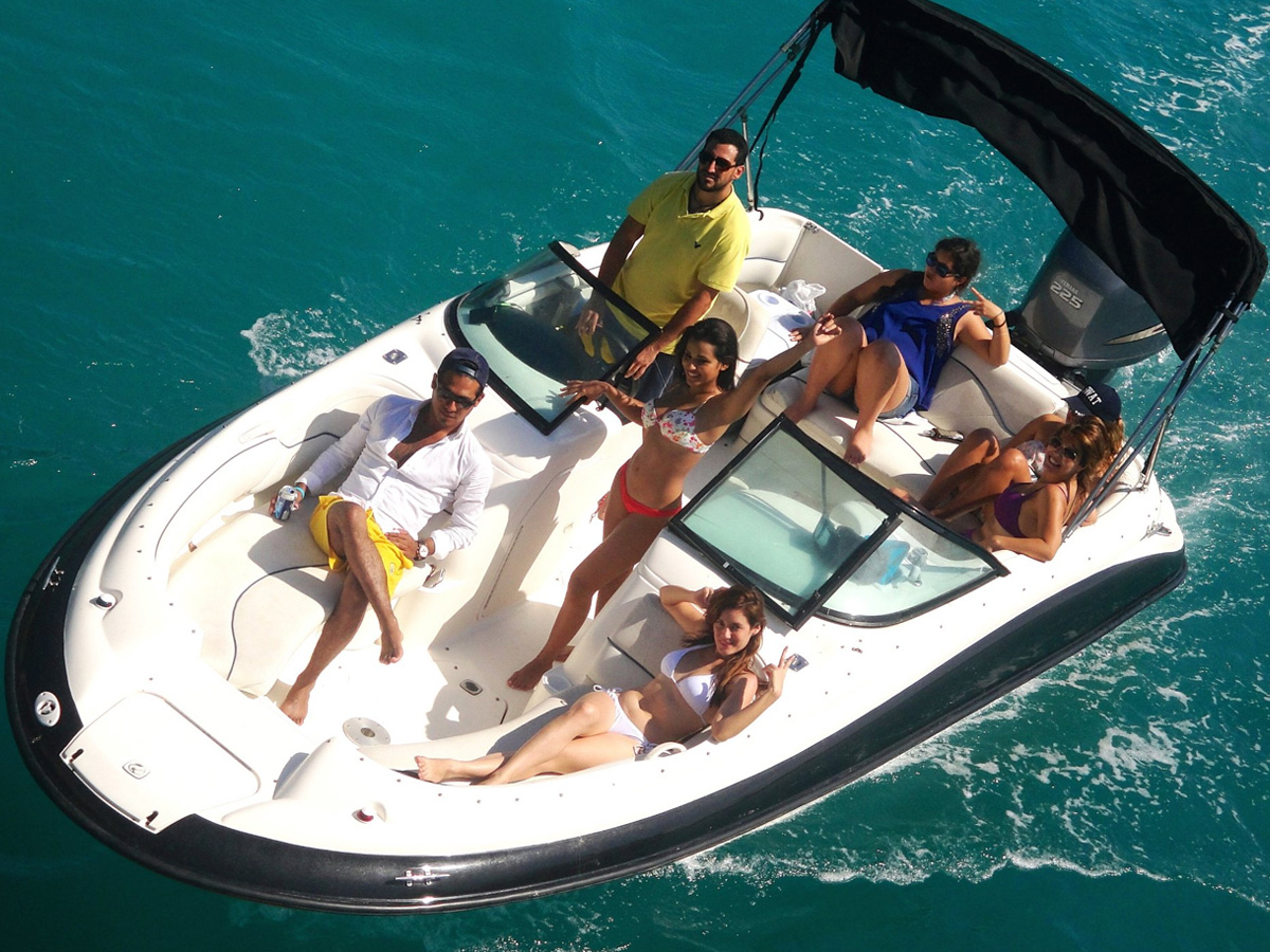 24 ft Searay Sundeck